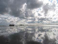 HSreflectClouds.jpg Sky clouds reflections mirrors Landscapes - Water ocean water boats