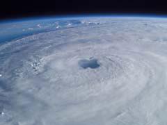 PdlLhurricaneAppl.jpg Logos, Apple Sky nasa clouds satellite photography